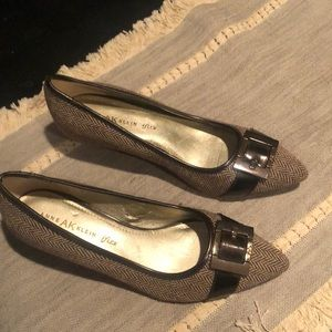 Anne Klein low heeled classic shoe